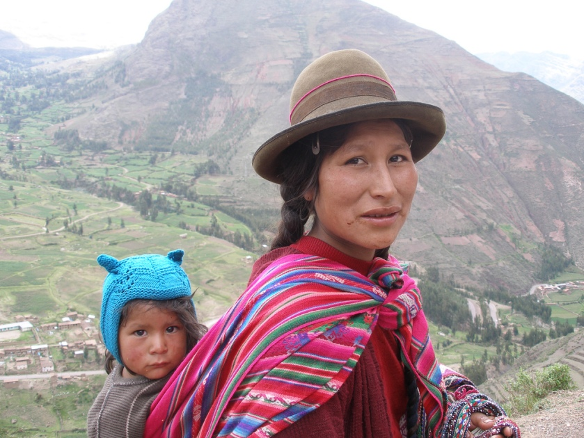Mom and child in peru